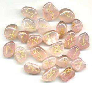 Runes en quartz rose