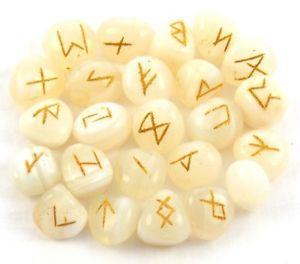 Runes en onyx blanc