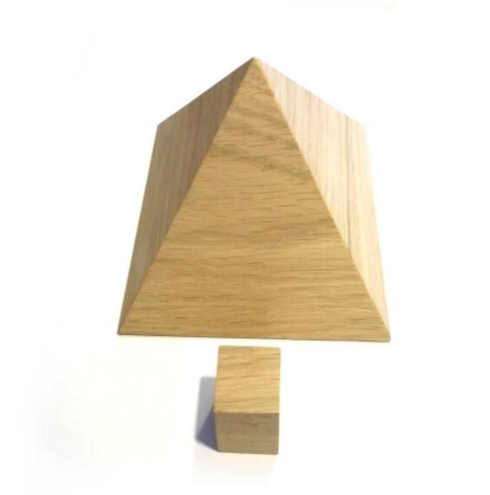 Pyramide en bois