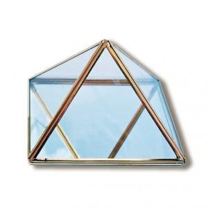 Pyramide en laiton et verre base 10 cm